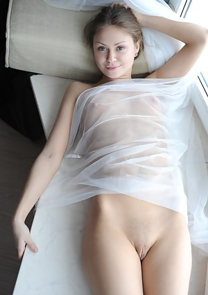 Girls Shaved Pussy Porn Pictures