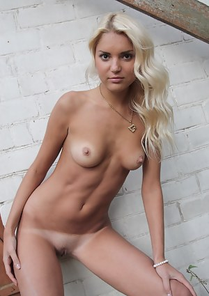 Tanned Girls Porn Pictures